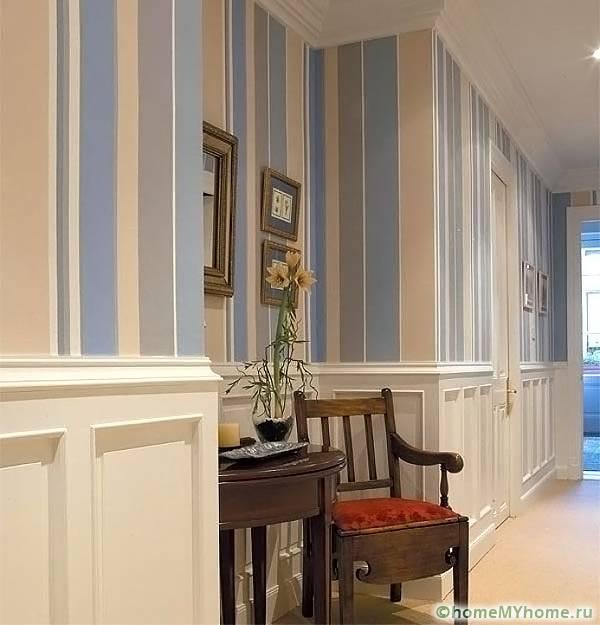 Кроме увеличения высоты стен вертикальные полосы гармонично смотрятся в классическом интерьере