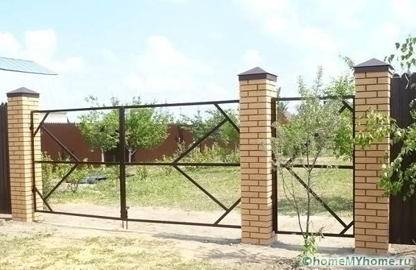 Металл – наилучший вариант для каркаса ворот