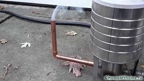 Дымоотвод может монтироваться и в нижней части