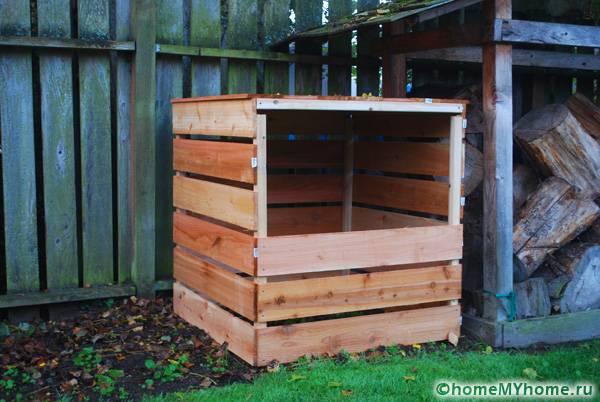 Сооружение для компоста считается таким же необходимым элементов в приусадебном хозяйстве, как дровник или летняя кухня