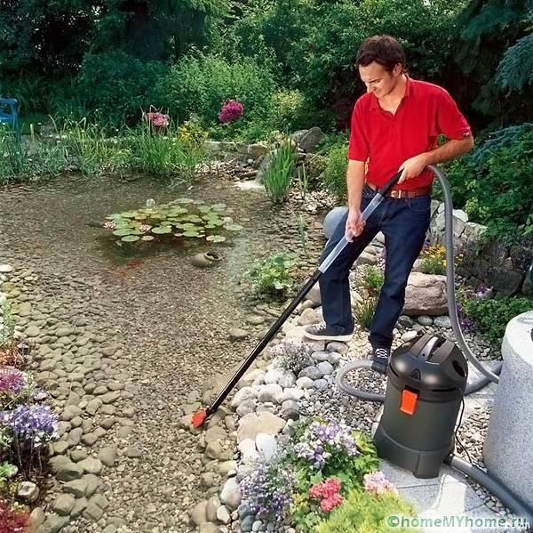 При чистке больших водоемов используется специальное оборудование