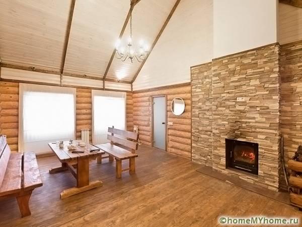 Особенно ценится сочетание в интерьере камня и древесины