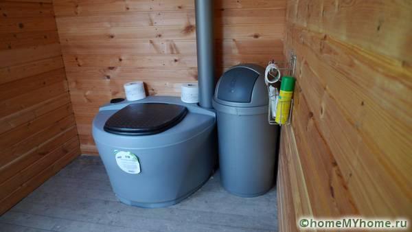 Правильно смонтированный торфяной туалет создаст дополнительный комфорт и условия для проживания в доме за городом