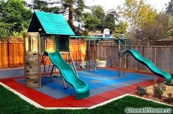 Детские площадки, выложенные резиной – безопасное место для игр детей