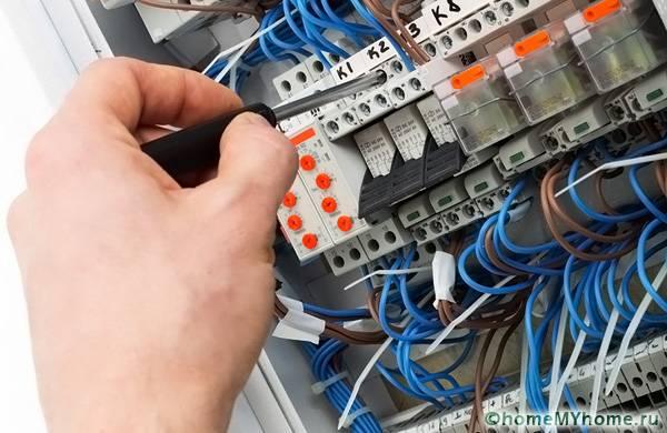 Монтаж электрических проводов и их подключение требует определенных знаний