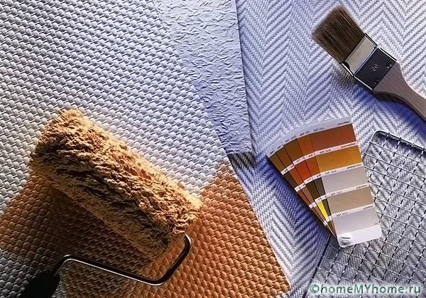 Важнейшим преимуществом данного вида материала является использование полотен под покраску