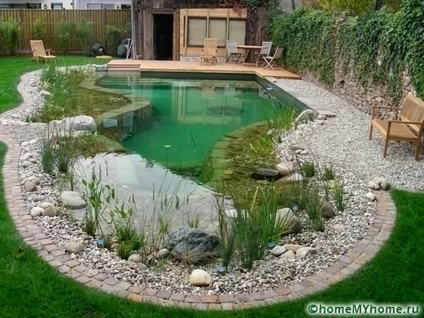 Определенная форма основы влияет на создание интересных конфигураций водоема
