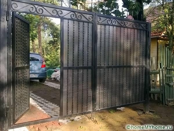 Распашные ворота имеют ряд преимуществ