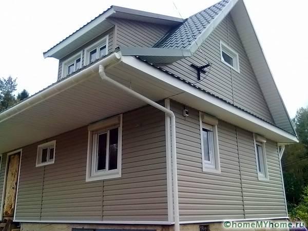 Внешний вид дома, обшитого сайдингом