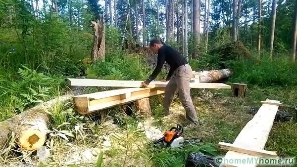Распиливаем деревянные балки