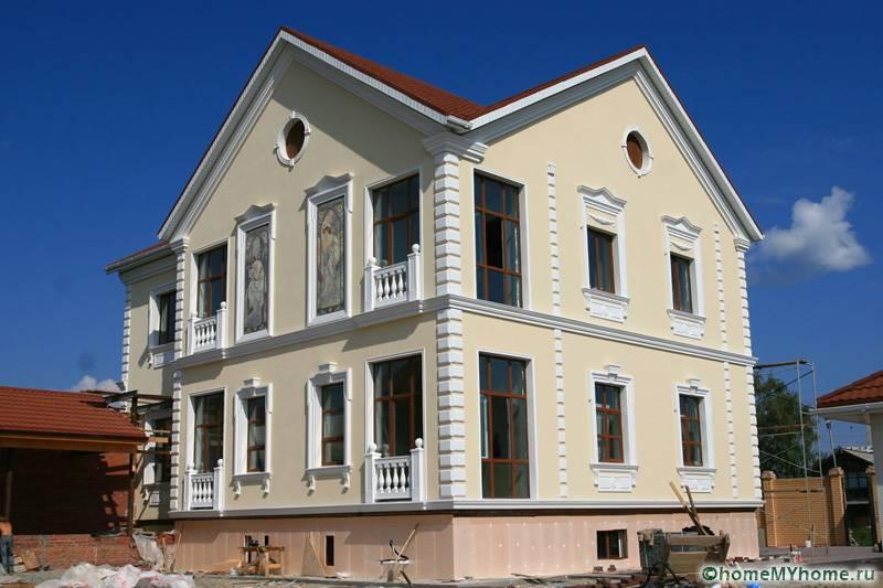 Из полиуретана часто производится лепнина для фасадов