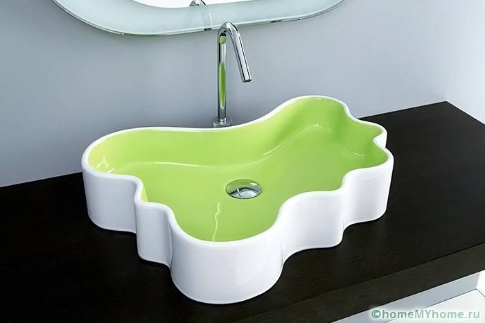 Умывальники нестандартной формы позволят создать необычную и расслабляющую атмосферу в ванной комнате