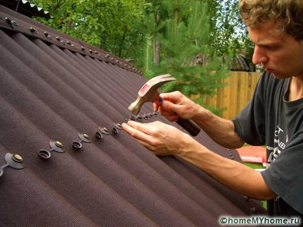 Монтаж крыши с помощью ондулина отличается простотой
