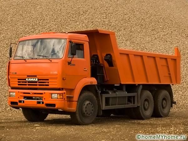 Транспортировка строительных материалов чаще всего выполняется КАМАЗами
