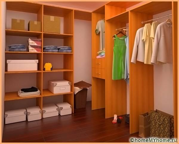Под гардеробную можно обустроить небольшое помещение отдельно