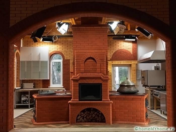 Дровяная печь для воздушного отопления дома и приготовления пищи