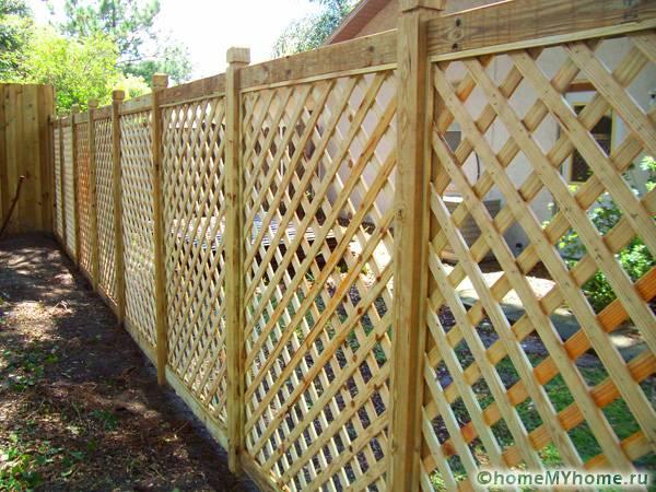Решетка может стать необычным украшением двора