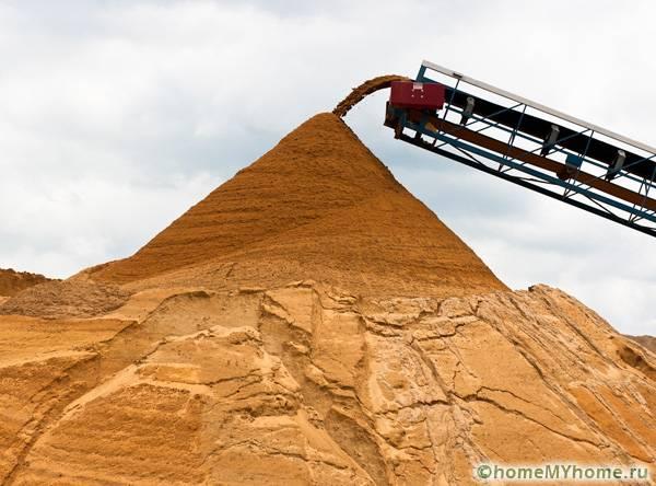 Многие разновидности песка перед продажей отсеиваются от крупных частиц механическим методом на специальном оборудовании