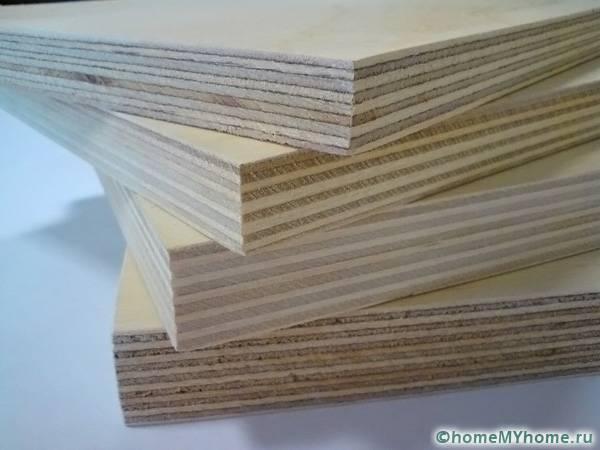 В разрезе фанеры видно из скольких слоёв состоит материал