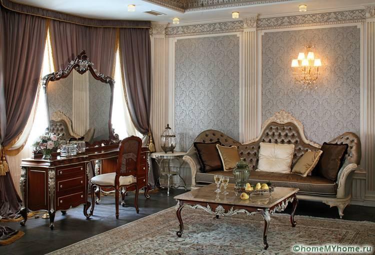 Полотна для зала в классическом стиле могут быть выполнены из любого материала