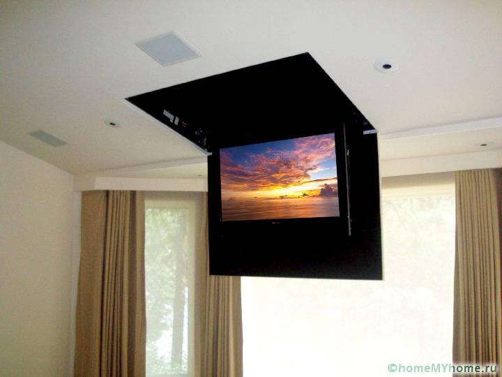 Кроме потолочных кронштейнов могут использовать специальные лифты для расположения TV в удобном положении