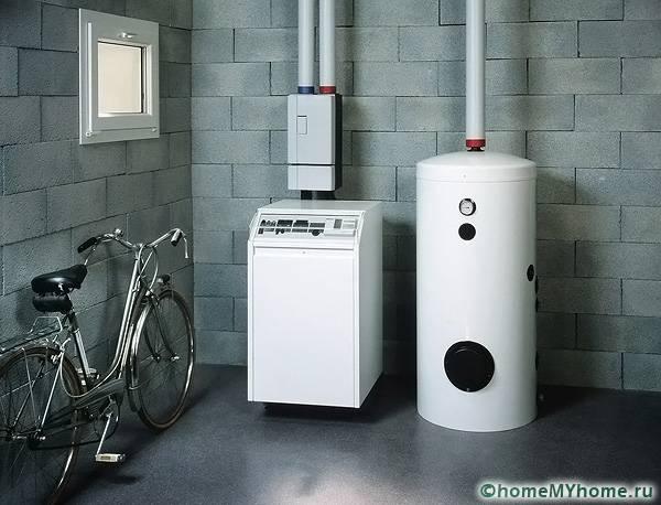 Типичный способ установки мощного нагревательного котла и расширительного бака
