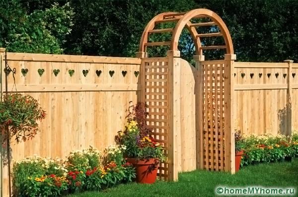 Из древесины выполняются интересные архитектурные решения
