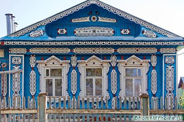Чтобы удачно украсить свое жилище, стоит рассмотреть дизайны традиционных построек в русском стиле