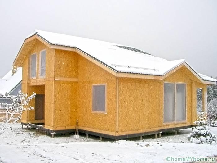 Сооружение из сип–плит легко возводить, и можно это делать даже зимой