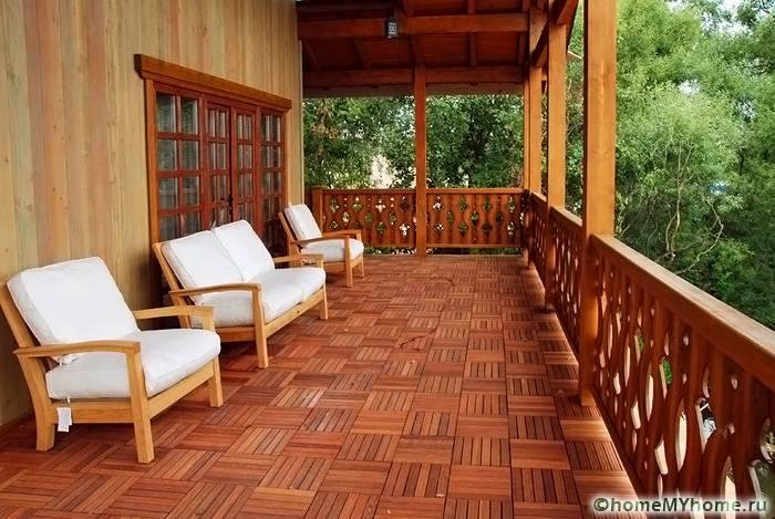 Просторная терраса позволяет дополнить место для отдыха