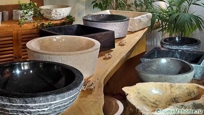 Каменные умывальники отличаются необычным дизайном