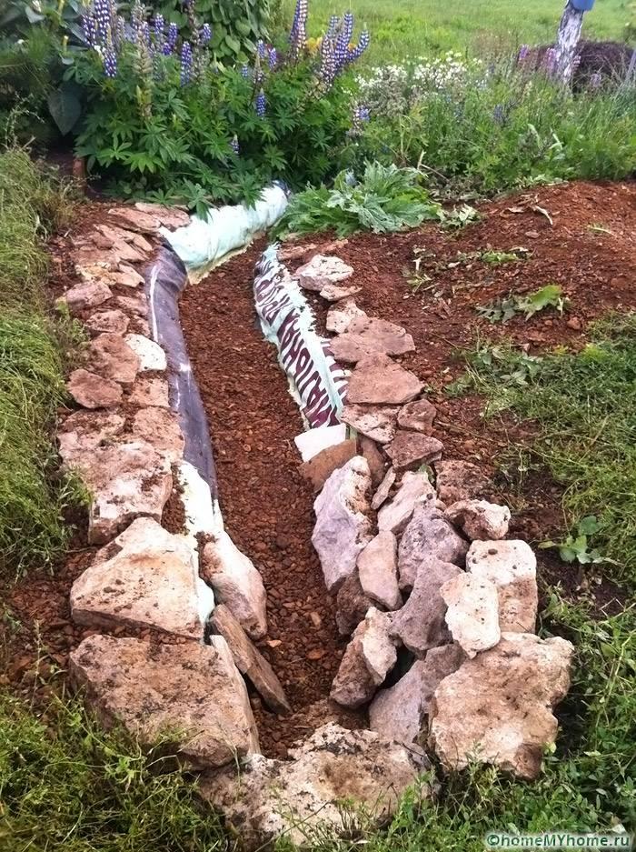 Процесс декорирования открытых каналов камнем