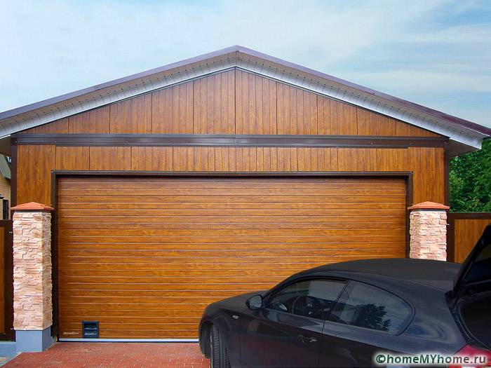 Можно подобрать ворота под цвет основной постройки