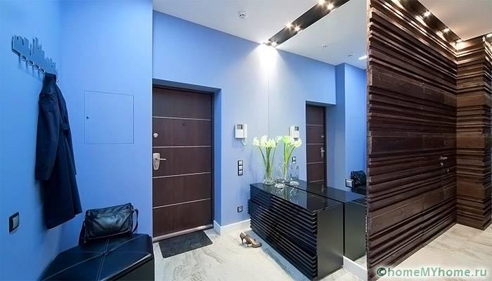 Выбор правильного освещения позволяет разделить небольшое помещение