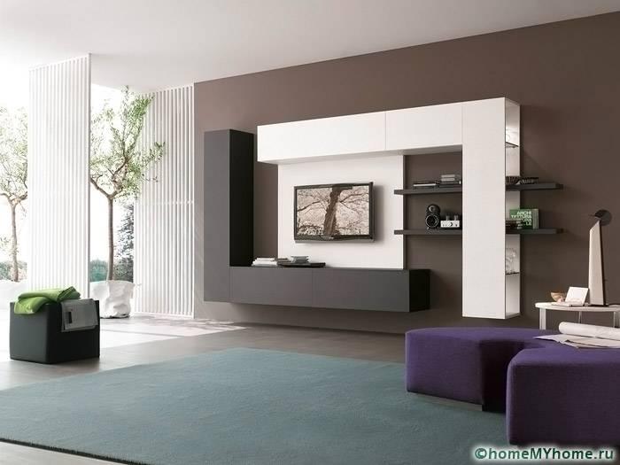 Даже интерьер в стиле хай-тек с помощью мебельной конструкции можно сделать более уютным