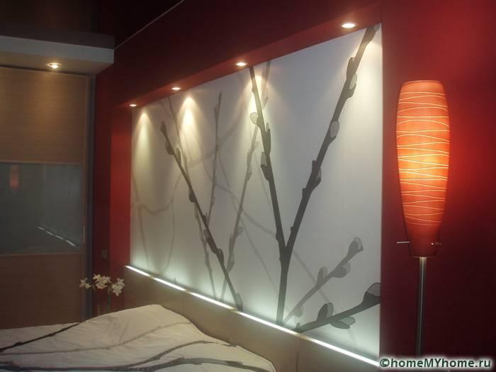 Правильно подобранное освещение позволяет создать умиротворенную и немного таинственную обстановку