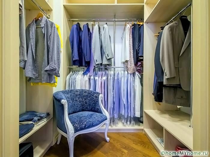Из небольшого помещения можно создать эргономичную систему хранения, выполненную в стильном дизайне