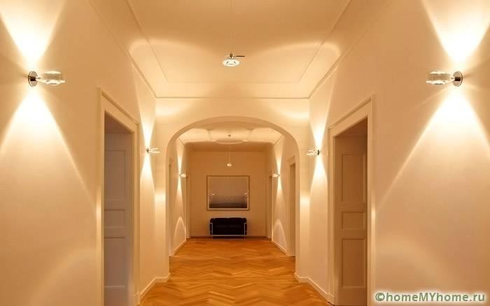 Картины и осветительные приборы могут стать главным акцентом в интерьере