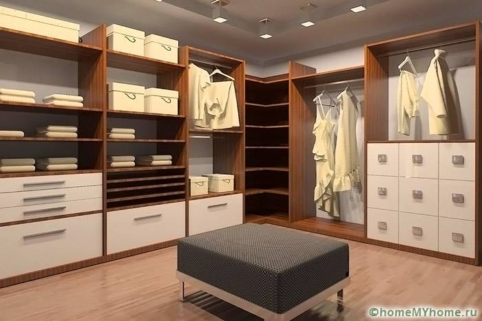 При оформлении интерьера комнаты можно использовать разные источники освещения