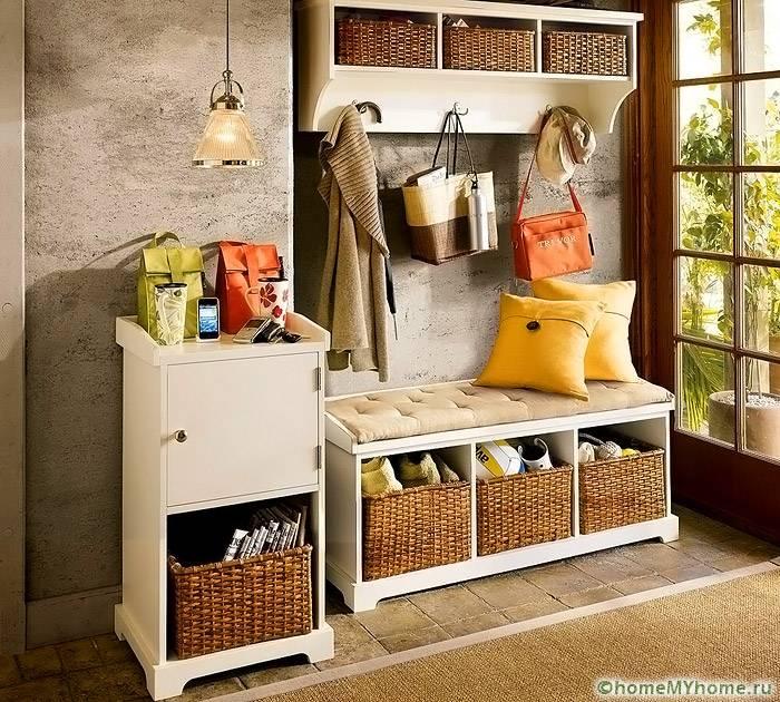 Оформление в деревенском стиле предполагает использование плетеных элементов декора и мебели с эффектом старины