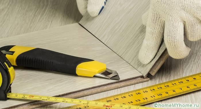 При укладке поверх старого покрытия улучшаются теплоизоляционные характеристики пола
