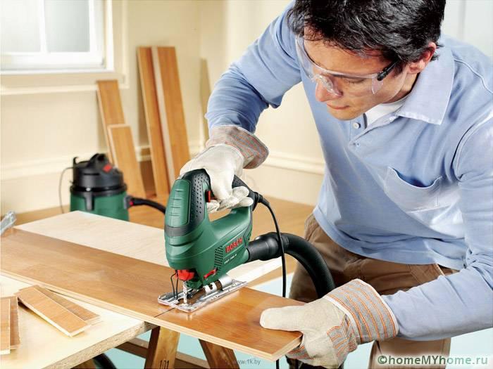 Распилить ровно планку проще с применением электроинструмента