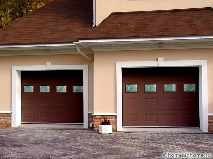 Ворота данной компании могут комплектоваться окнами и входной дверью