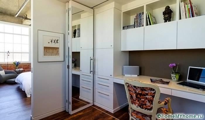 При помощи компактной мебели можно создать функциональное рабочее пространство