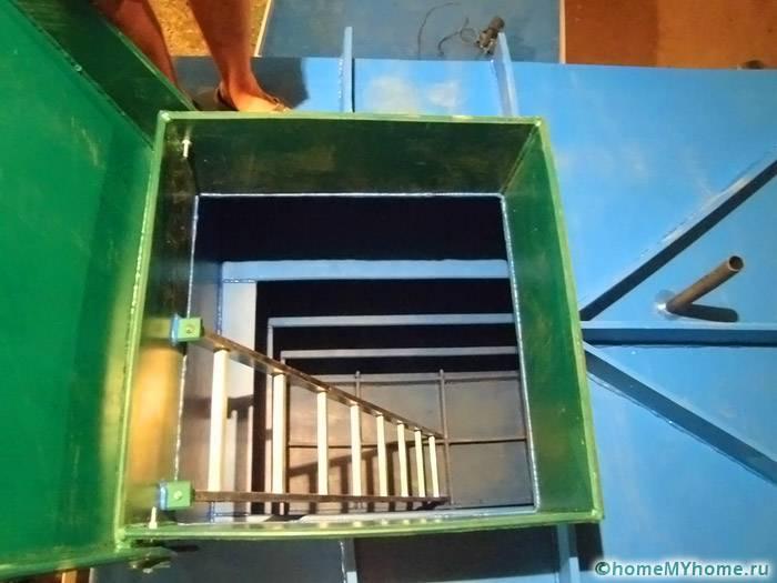 При помощи лестницы можно осуществлять спуск и подъем
