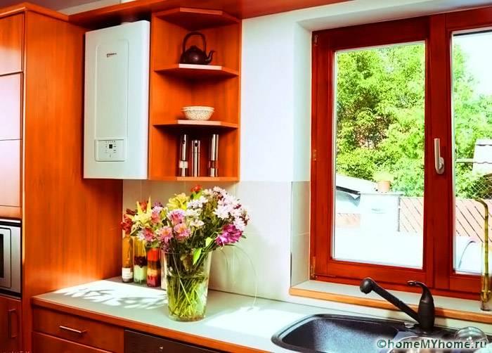 Настенный газовый котел с закрытой камерой горения можно встроить в кухонную мебель