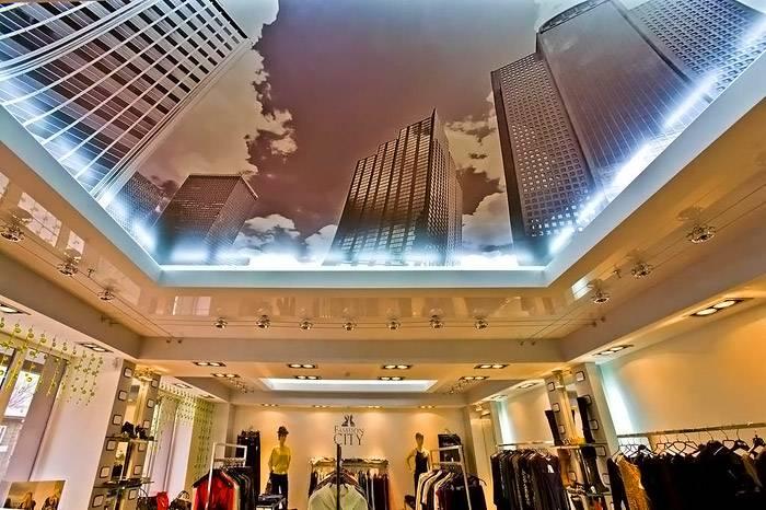 Эффектное применение парящего натяжного потолка нового поколения с подсветкой