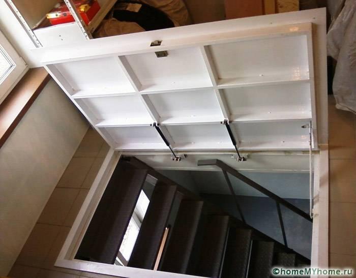Удобная металлическая лестница для комфортного передвижения