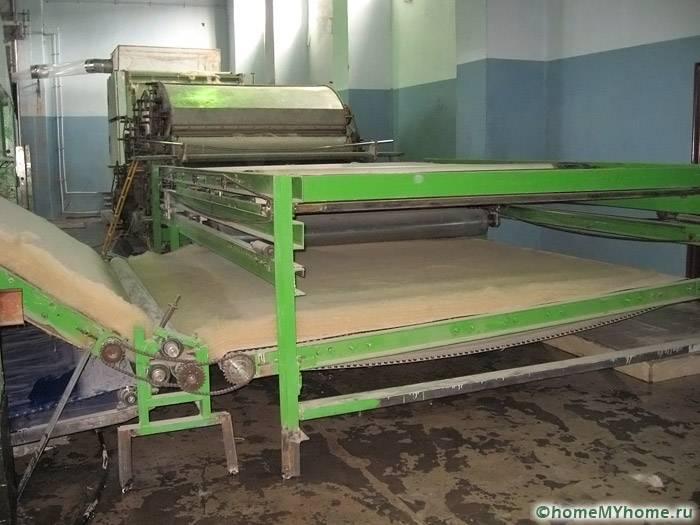 Производство материала ведется с использованием такого оборудования