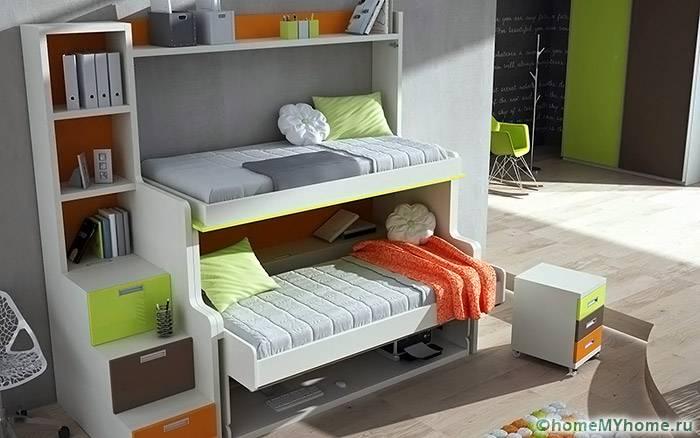 Полки можно разместить не только под спальным местом, но и вокруг